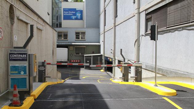 In dieser Garage passierte einen Überfall, zeitgleich zeigte ein Mädchen einen weiteren Übergriff an (Bild: Christoph Gantner)