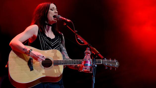 Sängerin Amy Mcdonald am Freitagabend beim 34. Donauinselfest (Bild: APA/HERBERT P. OCZERET)