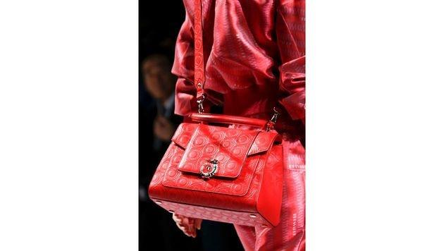 Rote Tasche von Trussardi (Bild: www.fashionpps.com)