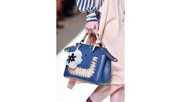 Blaue Tasche von Fendi (Bild: www.fashionpps.com)
