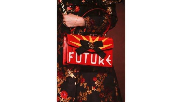 Rote Tasche mit Statement von Gucci (Bild: www.fashionpps.com)