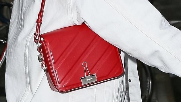 Bella Hadids rote Mini-Bag (Bild: www.PPS.at)