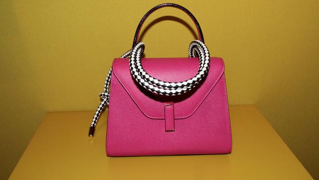 Pinke Tasche von Valextra (Bild: www.fashionpps.com)