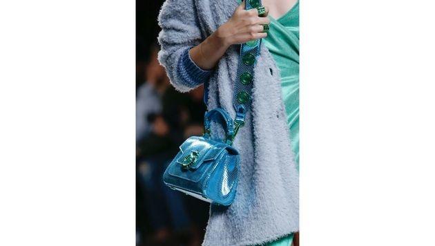 Türkise Tasche von Trussardi (Bild: www.fashionpps.com)