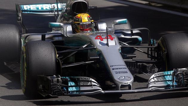 Hamilton rast in Baku zu Pole (Bild: AP)