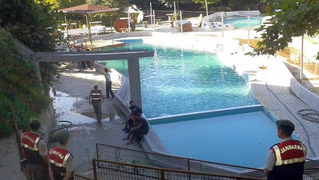 stromschlag-im-pool-f-nf-tote-in-wasserpark