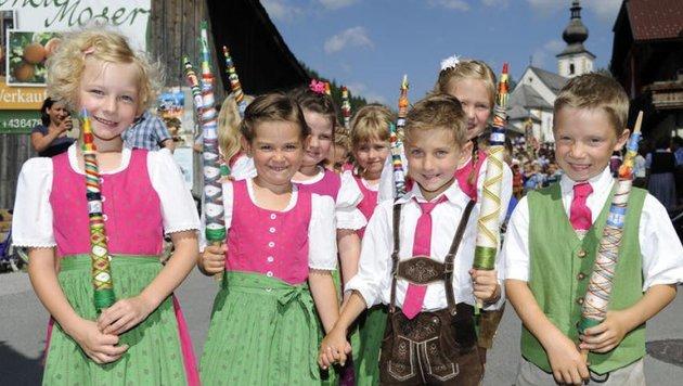 Prangstangen groß und klein: Nina, Maja, Florian und Andreas. (Bild: Roland Holitzky)