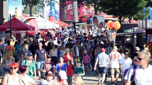 1,9 Millionen Besucher trotz Hitze in Feierlaune (Bild: APA/HERBERT P. OCZERET)