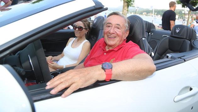 Richard Lugner kracht mit Maserati gegen Porsche (Bild: Evelyn Hronek)