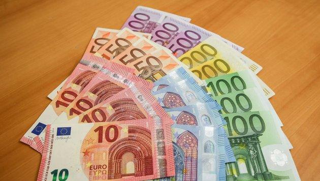 Bei niedrigem Gehalt häuft sich rasch ein Schuldenberg an. (Bild: SEPA.Media KG | Stephan Woldron | www.sepa.media)