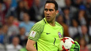 Bravo hält drei Elfer und führt Chile ins Finale! (Bild: AFP)