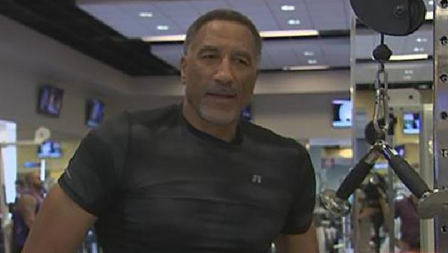 Skurril! 61-Jähriger möchte in der NBA spielen (Bild: Screenshot FOX)