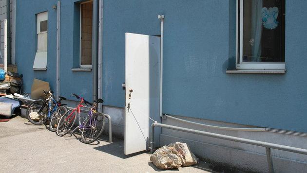 Dieses Haus in der Linzer Dinghoferstraße gilt als Tatort für die Vergewaltiung. (Bild: Christoph Gantner)