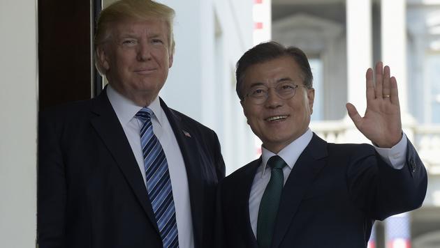 """Trump und Moon streben einen """"umfassenden Ansatz"""" gegenüber Nordkorea an. (Bild: AP)"""