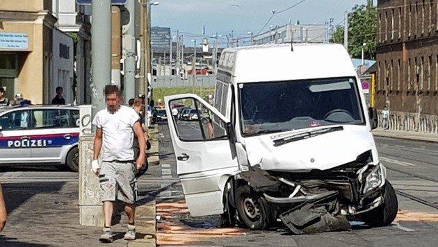 """Kettenreaktion nach Pkw-Unfall: Mehrere Verletzte (Bild: """"Krone""""-Leserreporter Davut Ekici)"""