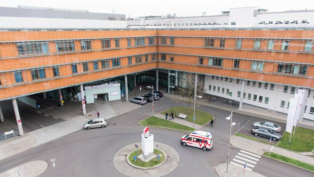 In der ehemaligen Linzer Landesfrauen- und Kinderklinik verstarb nun der zweijährige Niko. (Bild: fotokerschi e.U. Werner Kerschbaummayr, Weilling 12, 4490 St. Fl)