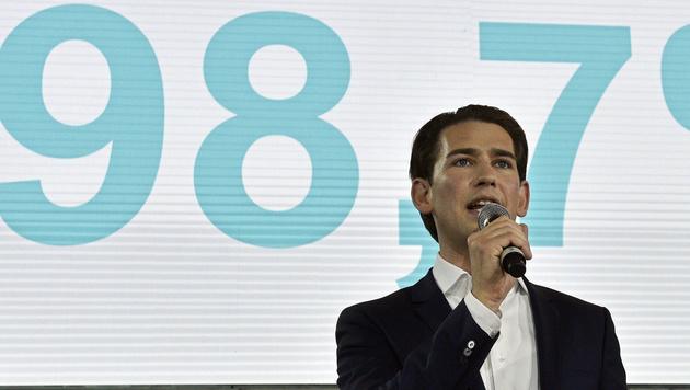 Kurz wurde mit 98,7 Prozent der Delegiertenstimmen zum neuen ÖVP-Chef gewählt. (Bild: APA/HANS PUNZ)