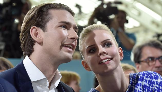 Seltenes Bild in der Öffentlichkeit: Kurz mit Freundin Susanne Thier (Bild: APA/HANS PUNZ)