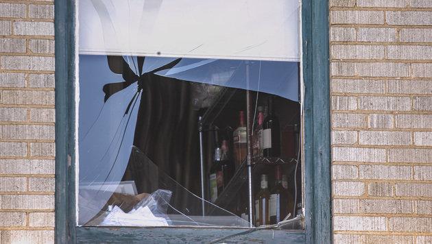 Ein zerschossenes Fenster als stiller Zeuge des Bandenkriegs in Little Rock (Bild: AFP/GETTY IMAGES)