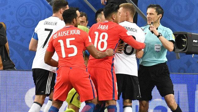 Bayern-Zoff: Vidal geht Kimmich an die Gurgel! (Bild: AP)