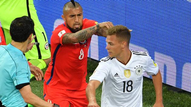 Bayern-Zoff: Vidal geht Kimmich an die Gurgel! (Bild: AFP)