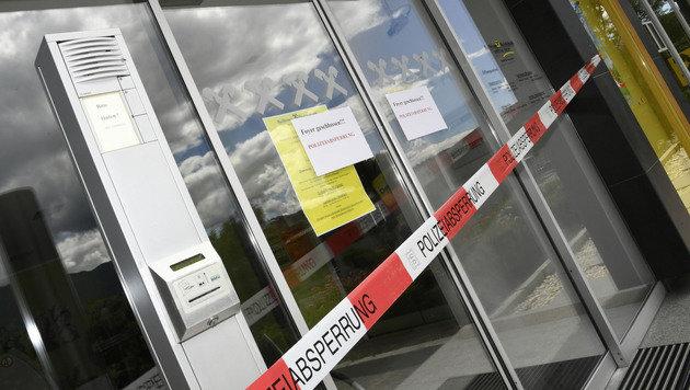 Nach dem Einbruch war die Filiale in Lieserhofen gesperrt. (Bild: Rie-Press-Austria)