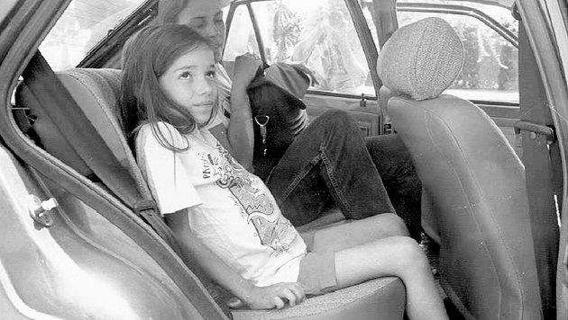 Die krebskranke Olivia im Juli 1995 in Malaga (Spanien) (Bild: EPA/Cordero)