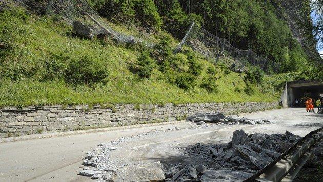 Autofahrer in Tirol bei Steinschlag getötet (Bild: APA/ZEITUNGSFOTO.AT)