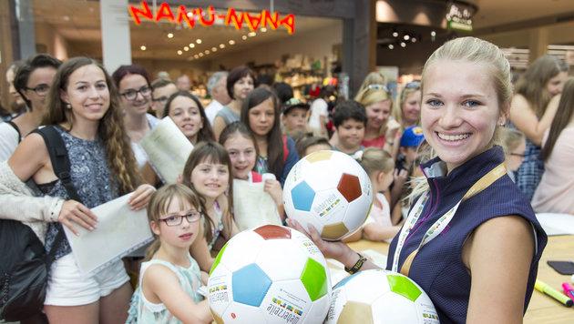 In der Rieder Weberzeile gibt´s für Schüler auch ein Meet&Greet mit den SV-Ried-Kickern. (Bild: Andreas Kolarik)