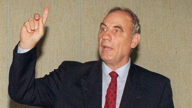 Ryke Geerd Hamer im September 1997 im Kölner Amtsgericht (Bild: APA/dpa/Uta Rademacher)