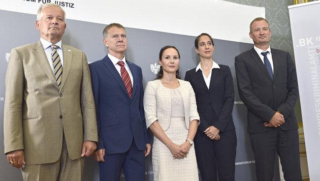 Michael Mimra, Ewald Ebner, Julia Bussweiler, Nina Bussek und Jürgen Schmitt (Bild: APA/HANS PUNZ)