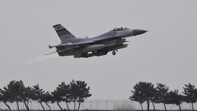 Eine F-16 bei einer US-Militärübung in Südkorea (Bild: AFO)