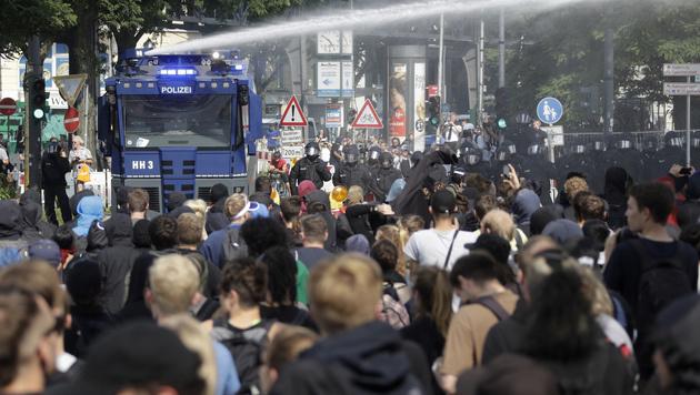 Journalisten klagen wegen G20-Gipfel-Ausschluss (Bild: AP)