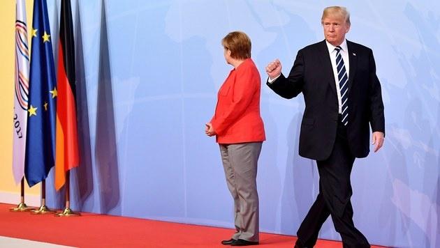 Kanzlerin Merkel und Trump bei dessen Eintreffen am Tagungsort in den Hamburger Messehallen (Bild: EPA)