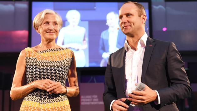 Irmgard Griss und Matthias Strolz (Bild: APA/HERBERT P. OCZERET)