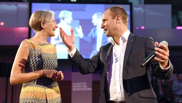 Griss & Strolz schwören NEOS auf Wahlkampf ein (Bild: APA/HERBERT P. OCZERET)
