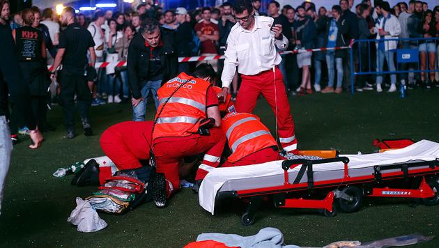 Luftakrobat stürzt bei Festival in den Tod (Bild: EPA)