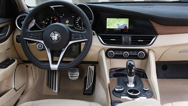 Alfa Romeo Giulia Super 2,2: Diva, Diva, Diva (Bild: Alfa Romeo)
