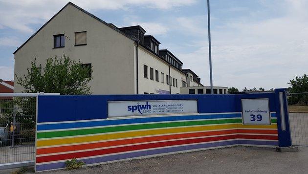 Dieses aufgelassene Jugendwohnheim in Linz-Wegscheid soll mal Wohngruppen für Behinderte beherbergen (Bild: Werner Pöchinger)