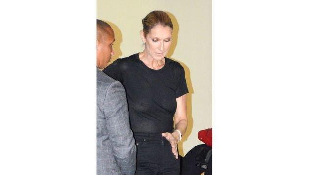 Na, was vergessen? Celine Dion war in Paris ohne BH unterm Leiberl unterwegs. (Bild: www.PPS.at)