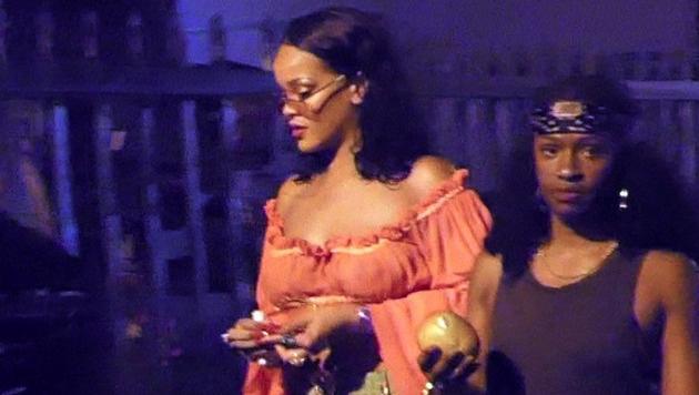 Auch Rihanna mag es im Sommer obenrum am liebsten luftig. (Bild: www.PPS.at)