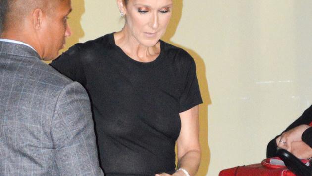 Celine Dion war in Paris einfach mal ohne ihren BH unterwegs. (Bild: www.PPS.at)