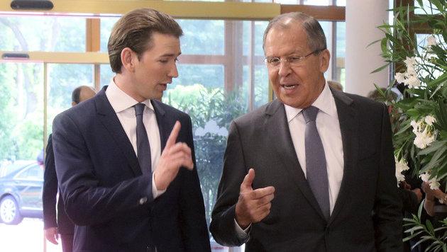 Außenminister Kurz mit seinem russischen Amtskollegen Lawrow (Bild: AP)