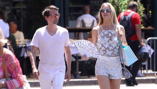 Muse-Frontman Matt Bellamy sonnt sich in Saint-Tropez mit seiner Freundin. (Bild: www.PPS.at)