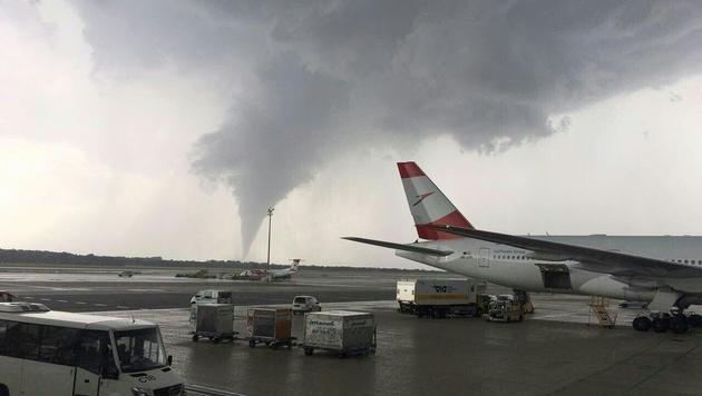 Hagel, Regen und ein Tornado: Unwetter im Osten (Bild: APA/NÖLFK)