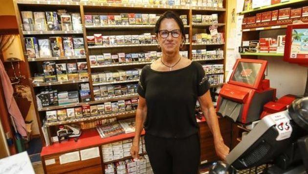 Trafikantin Barbara Sattelberger bekam am Handy mit, dass ihre Verkäuferin überfallen wird. (Bild: Markus Tschepp)