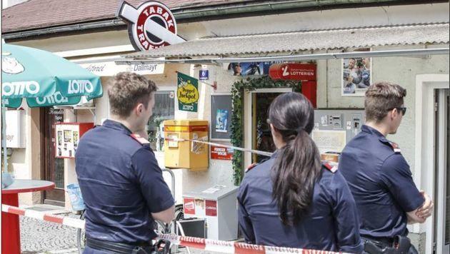 Polizei  untersuchte den Tatort. (Bild: Markus Tschepp)