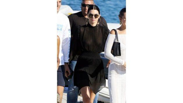 Kendall Jenner mag's im Mykonos-Urlaub gerne luftig. (Bild: www.PPS.at)