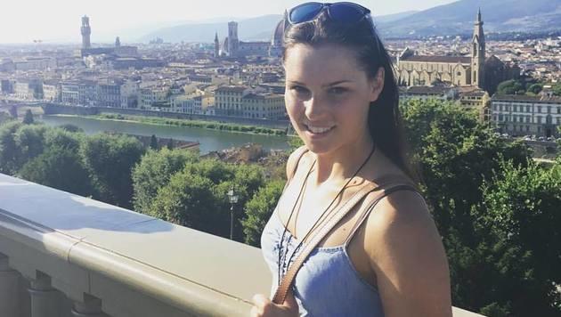 Anna Veith sendet ihren Fans sonnige Grüße aus Italien! (Bild: facebook.com/Anna Veith)
