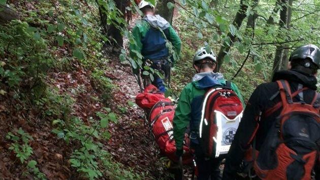 Die Tote wurde von Bergrettern ins Tal gebracht. (Bild: APA/BERGRETTUNG O…)